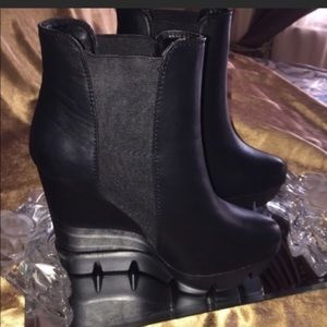 Bamboo boots size 9